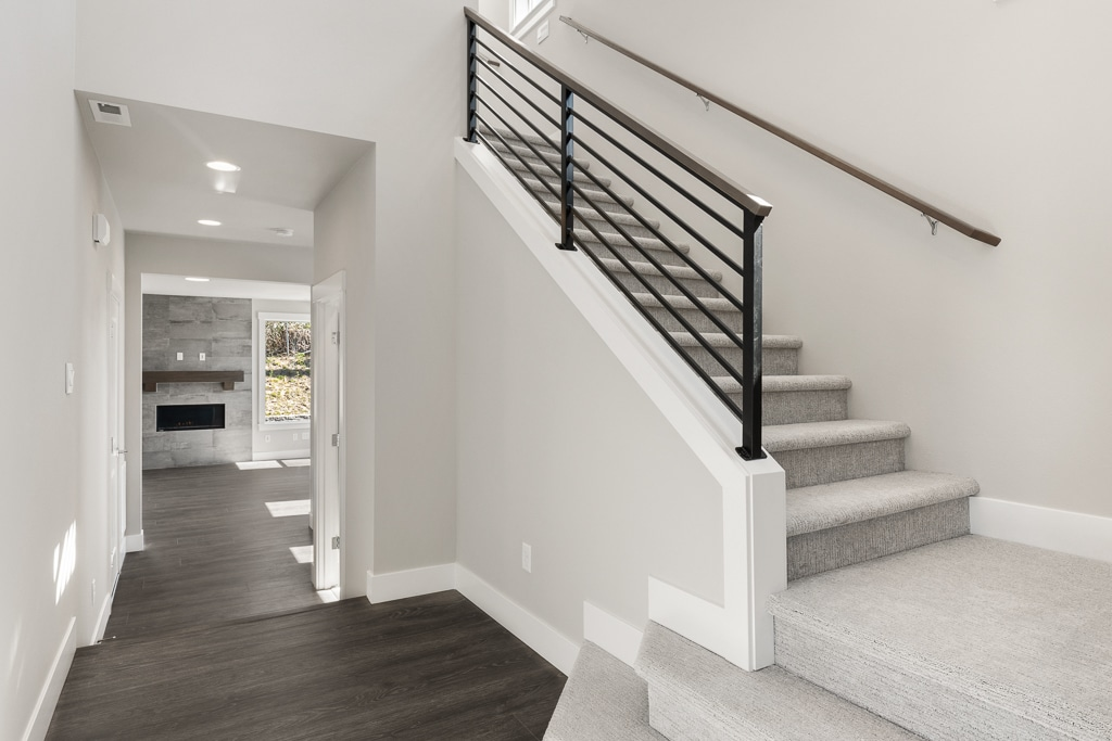 Horizontal open rail to second level